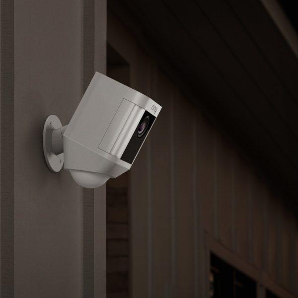 Ring spotlight camera, slimme deur